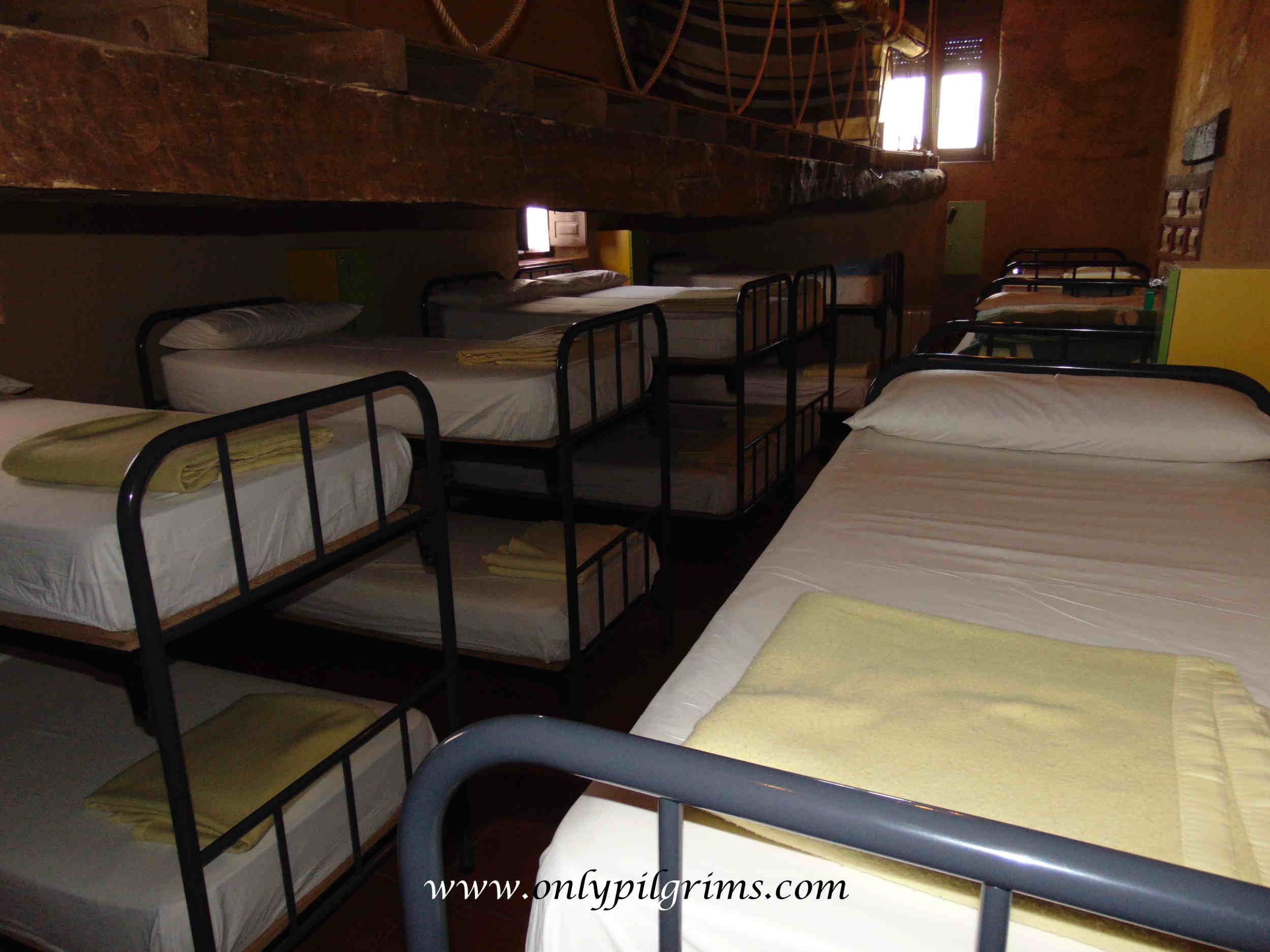 en el camino only pilgrims booking hostels